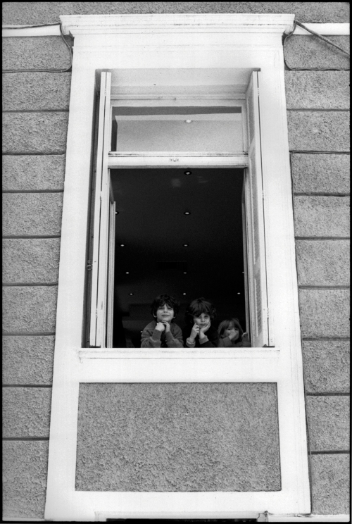 Kids-Window-Kanniggos-Sq-DS
