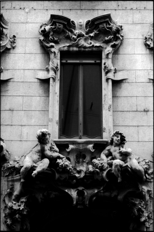 Milano-Flamboyant-baroque-window-WB-DS